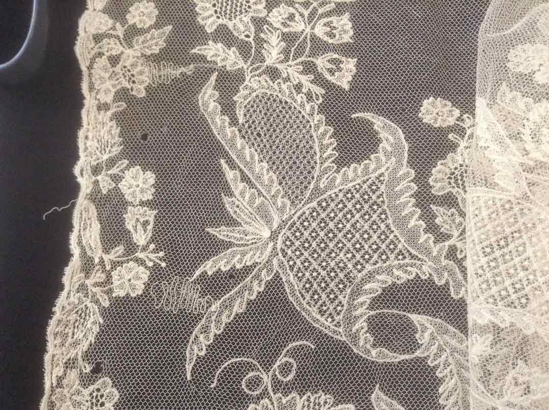 1984.0112 Limerick Lace White Scarf