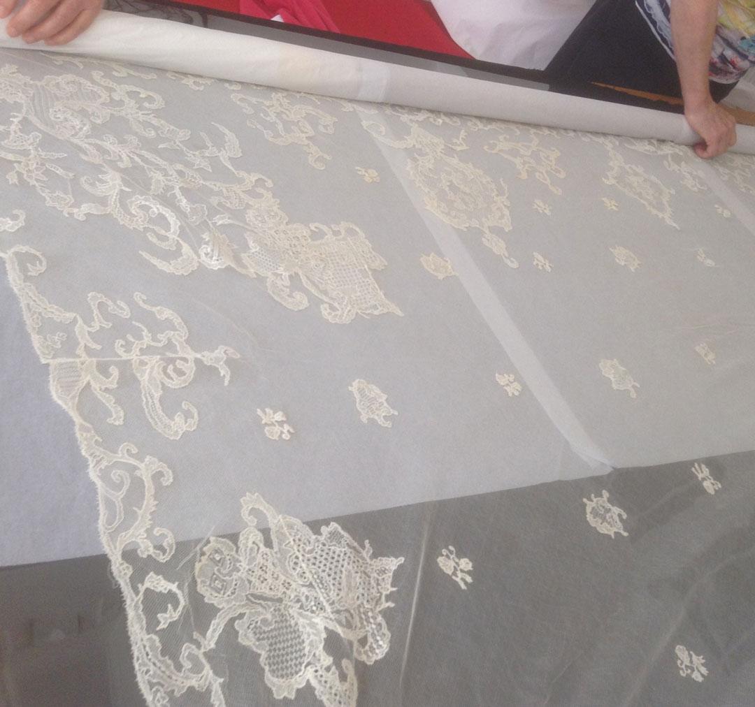 Large square Veil in cream