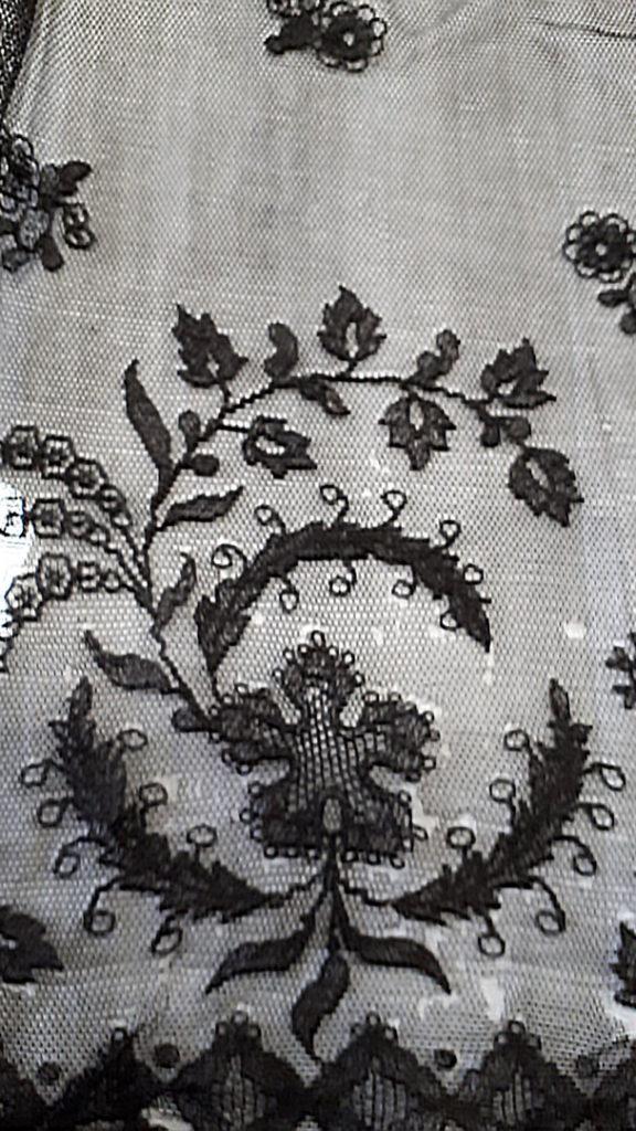 1989.0118 Limerick Lace Veil Tambour & Needlerun