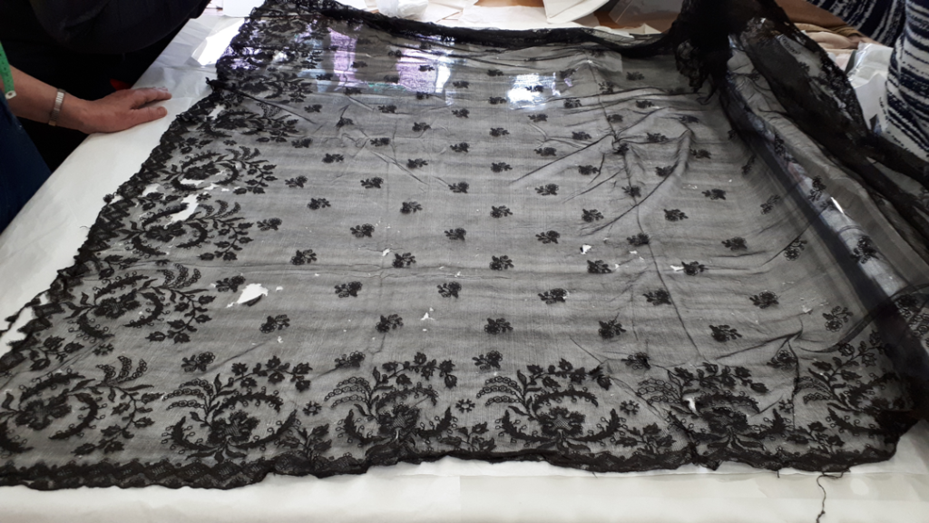 1989.0118 Limerick Lace Black Veil